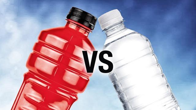 آب در مقایسه با نوشیدنی های ورزشی